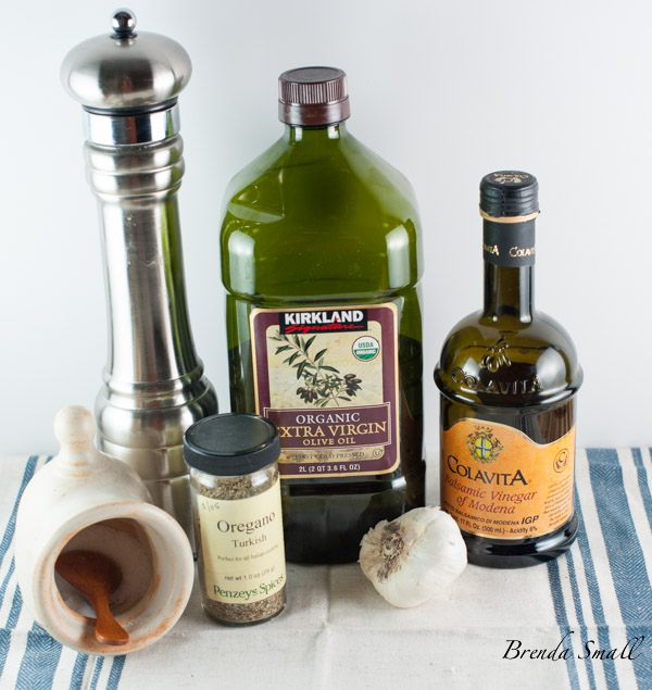 These are the basic ingredients that are necessary for the Mediterranean Antipasto Olive Mix.