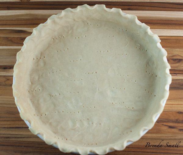 Evenly spread the pie crust to cover the quiche pan.